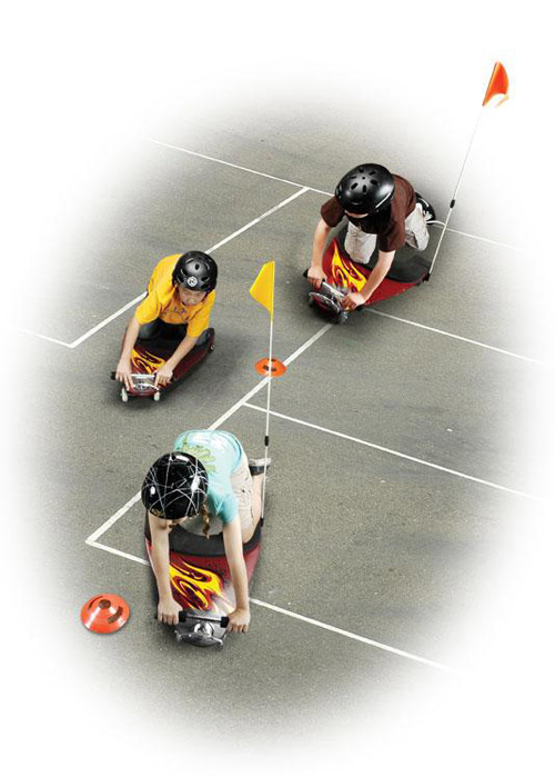 4輪ニーボードの競技風景