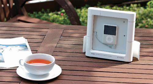 戸外やお風呂でiPodやiPhone等を安心して使用できます