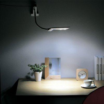壁面に取り付けて卓上ライトに