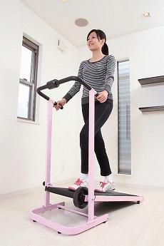 明るいピンクのカラーリングでお部屋が明るくなるアクティブウォーカー