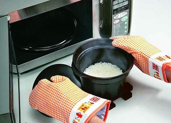 レンジ炊飯器でおいしいご飯が炊けます