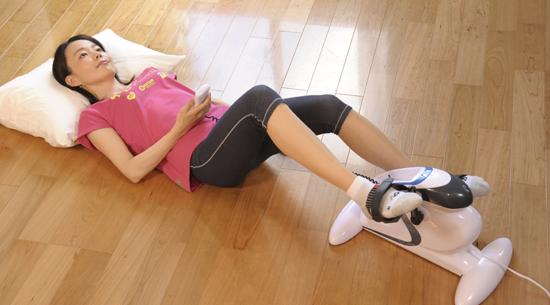 電動サイクル運動器 【ルームマーチ・プロ】は、寝転んだ体制でも使用可能です。
