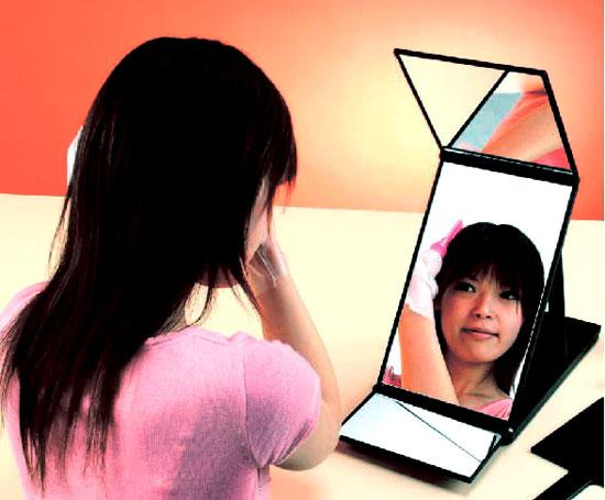 【ヘアカラーミラー】は、普通の鏡では見づらい頂頭部や後頭部が見えるように工夫さた卓上ミラー。
