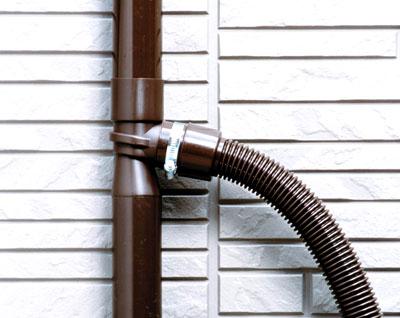 雨水貯水タンクは雨どいに接続するタイプ