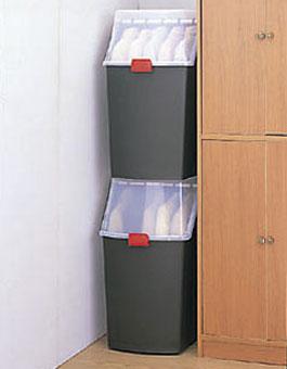 積み重ねて収納できる衣装ボックス